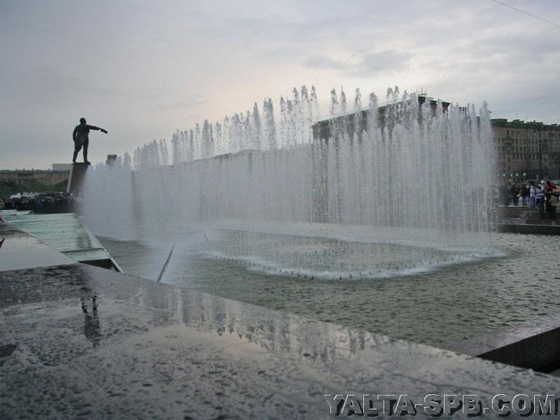 fontan-na-moskovskoy-ploschadi_17