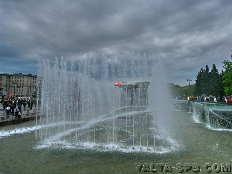 fontan-na-moskovskoy-ploschadi_5