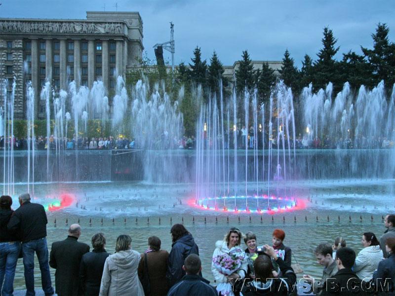 fontan-na-moskovskoy-ploschadi_8